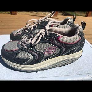 Skechers Women's Black/GrayToning Sneakers SZ. 8.5